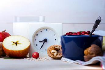 Kết thúc cử ăn sớm hơn trong ngày giúp giảm cân