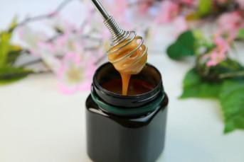 Cách dùng mật ong Manuka trị mụn
