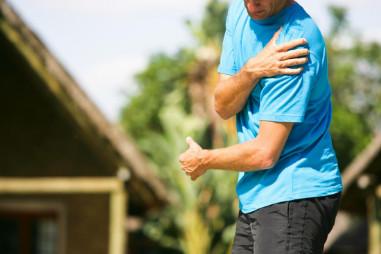 Đau cánh tay trái? Lý do đau và có nguy hiểm không?