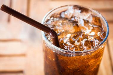 Diet soda là gì? Rủi ro về sức khỏe khi sử dụng diet soda